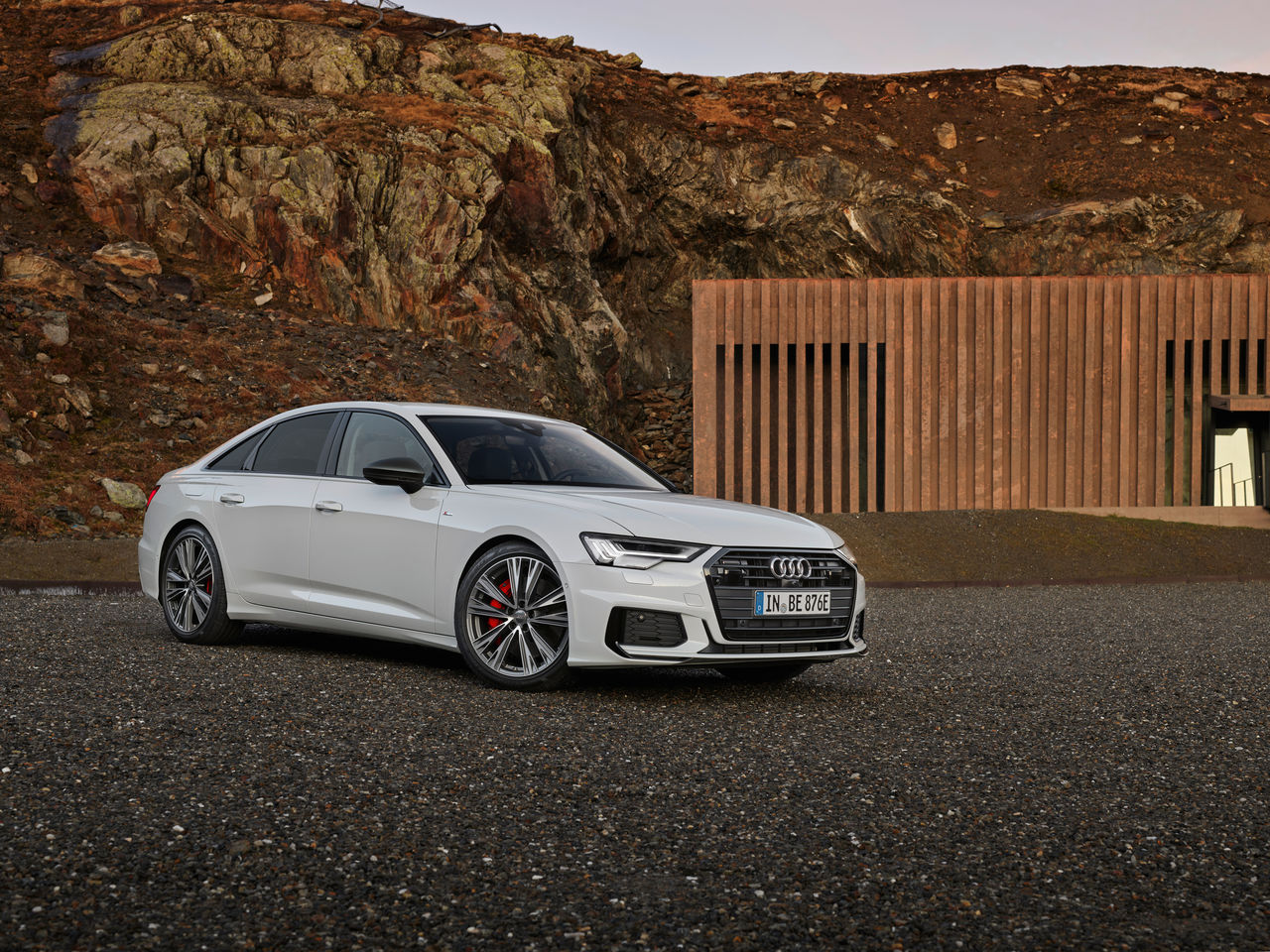 Electrifying full-size sedan: ||the Audi A6 55 TFSI e quattro