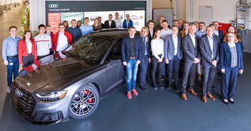 Audi ehrt beste Auszubildende und duale Studierende