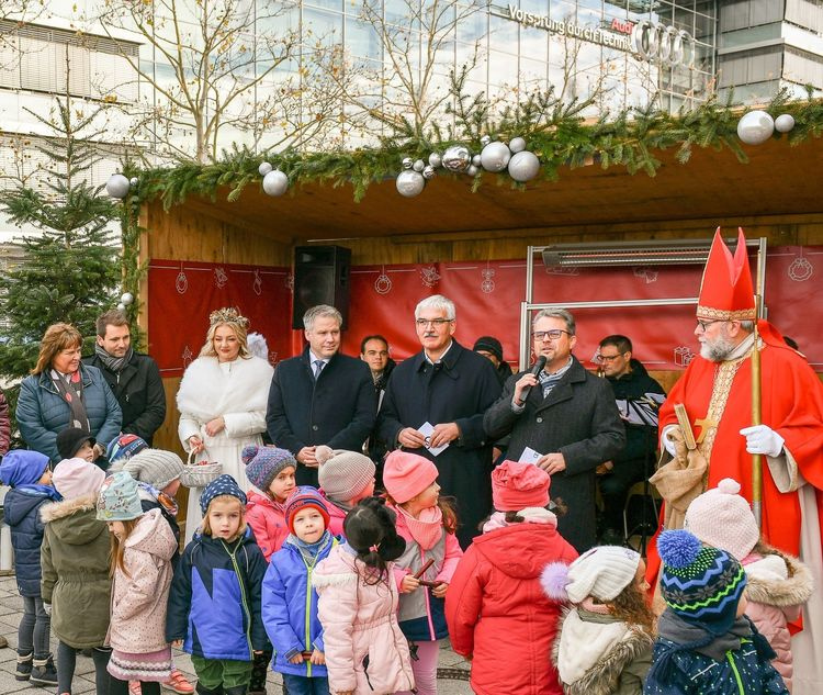 Audi-Betriebsrat eröffnet Sozialen Weihnachtsmarkt 2019