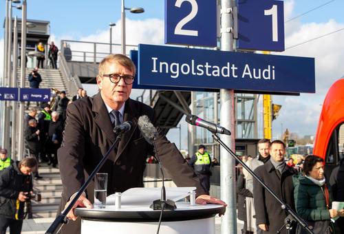 """Mit der Bahn direkt ins Werk: offizielle Eröffnung neuer Bahnhalt """"Ingolstadt Audi"""""""