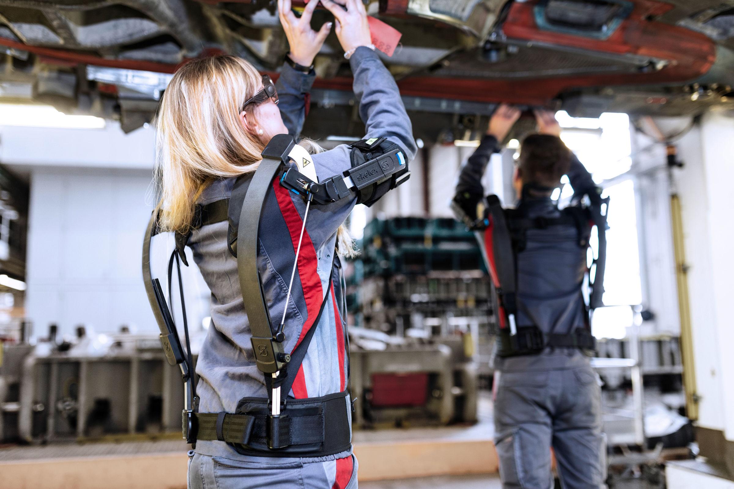 Im Test: Audi Produktion erprobt Exoskelette  für Überkopfarbeiten