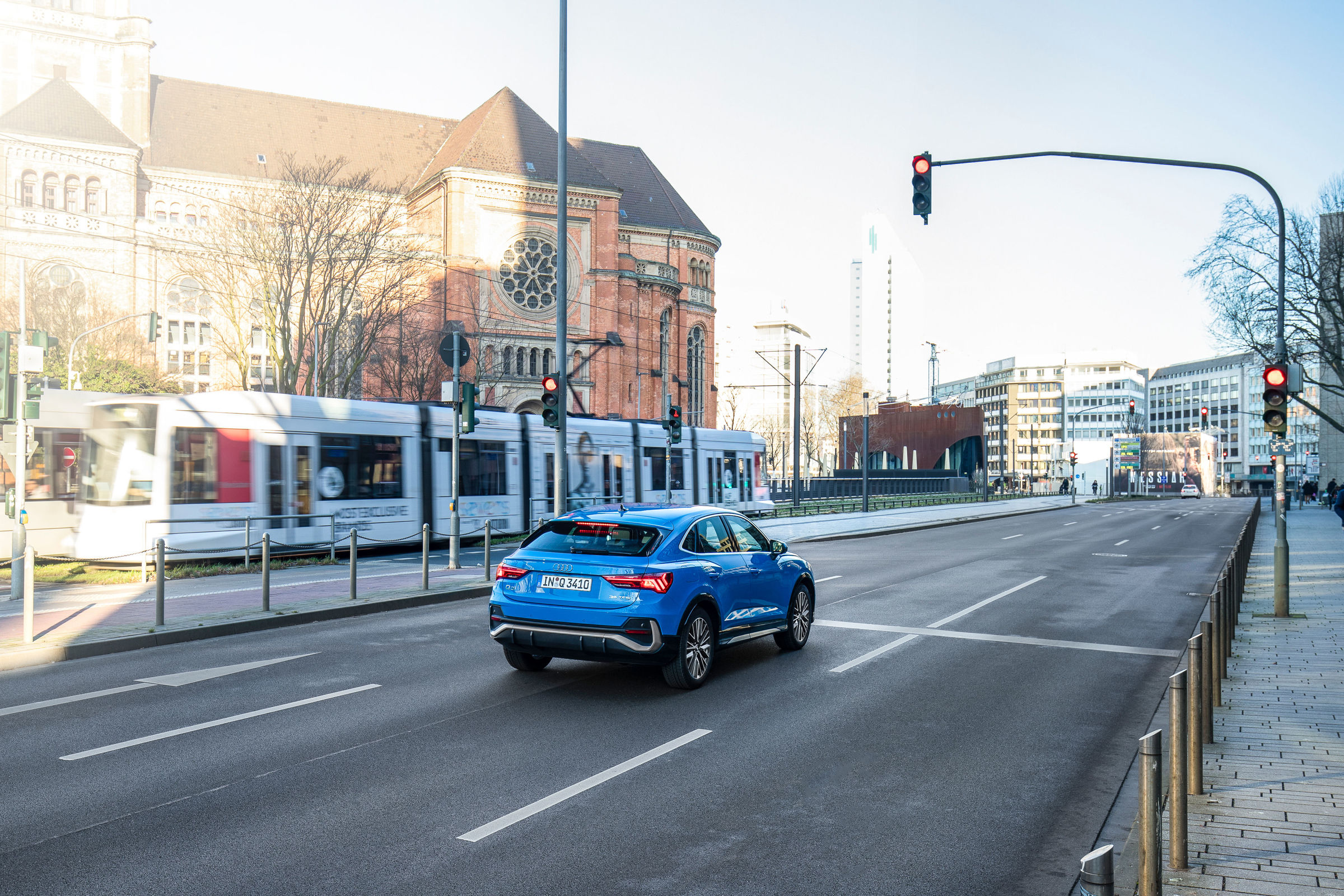 Audi networks with traffic lights in Düsseldorf - Image 1