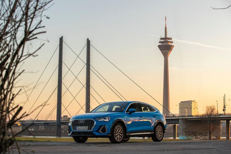 Audi networks with traffic lights in Düsseldorf