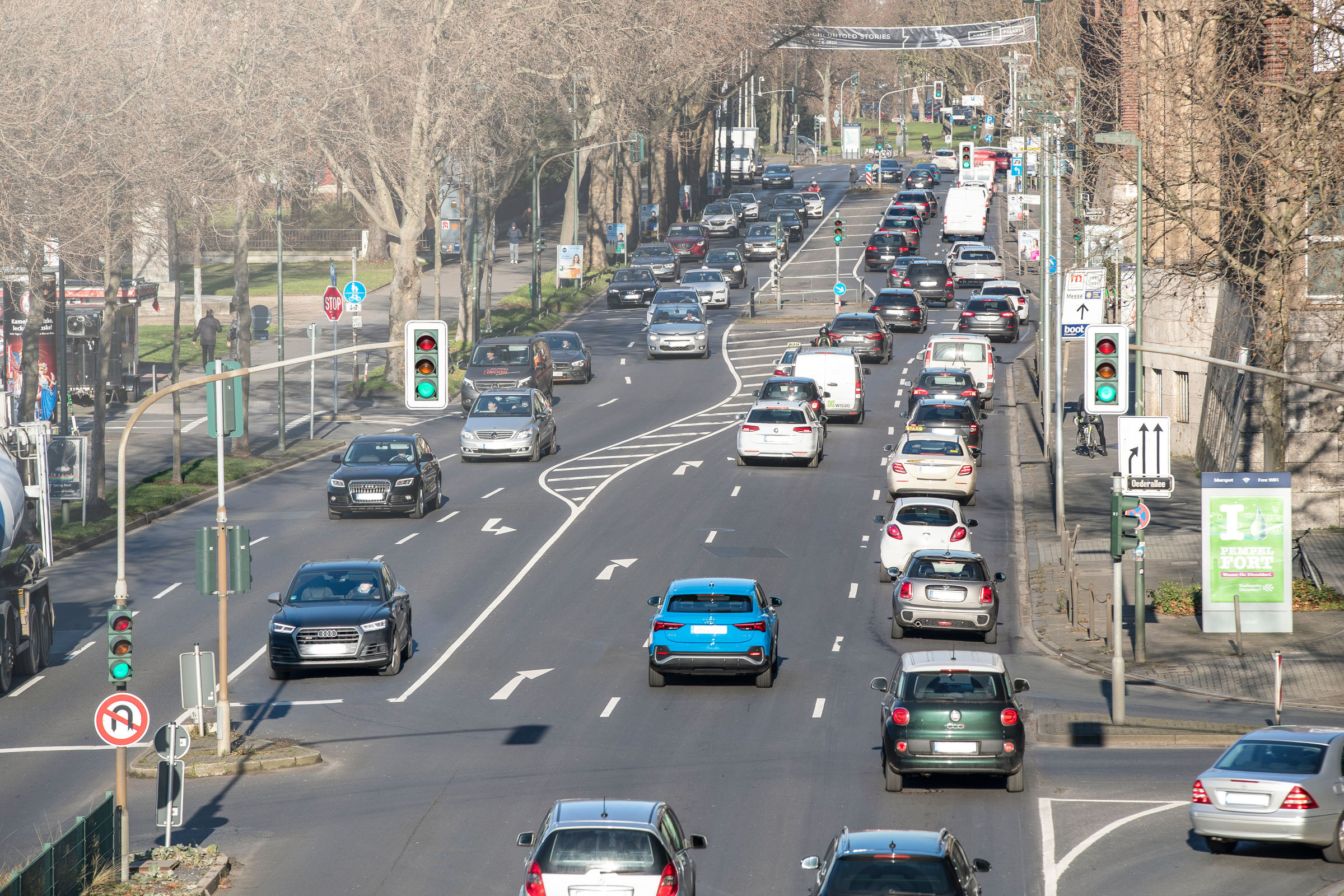 Audi networks with traffic lights in Düsseldorf - Image 5