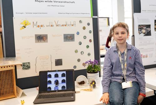 """""""Youth Research"""" and """"Pupils Experiment"""": Regional deciding round for young researchers at Audi"""