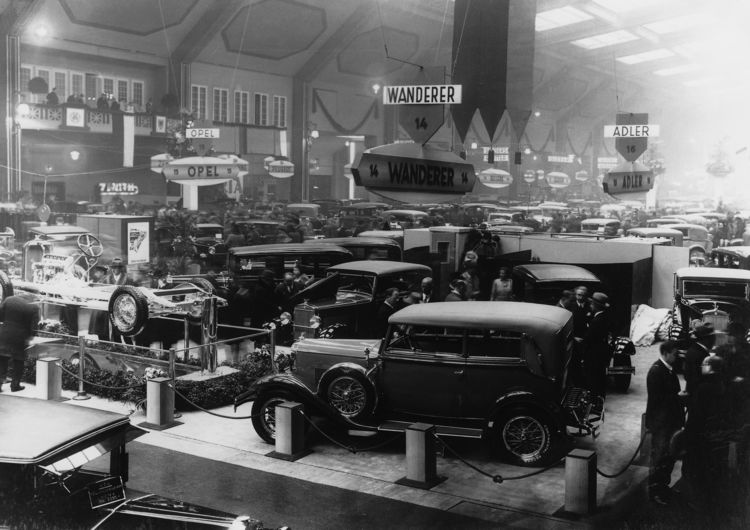The Wanderer-Werke AG stand at the 1931 Berlin International Motor Show; at front: Wanderer W11 convertible, 2.5 litres, six-cylinder inline engine, 50 hp.