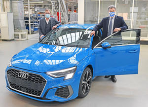 Markus S?der Visits Audi: Bavaria's Minister President Impressed with Protective Measures