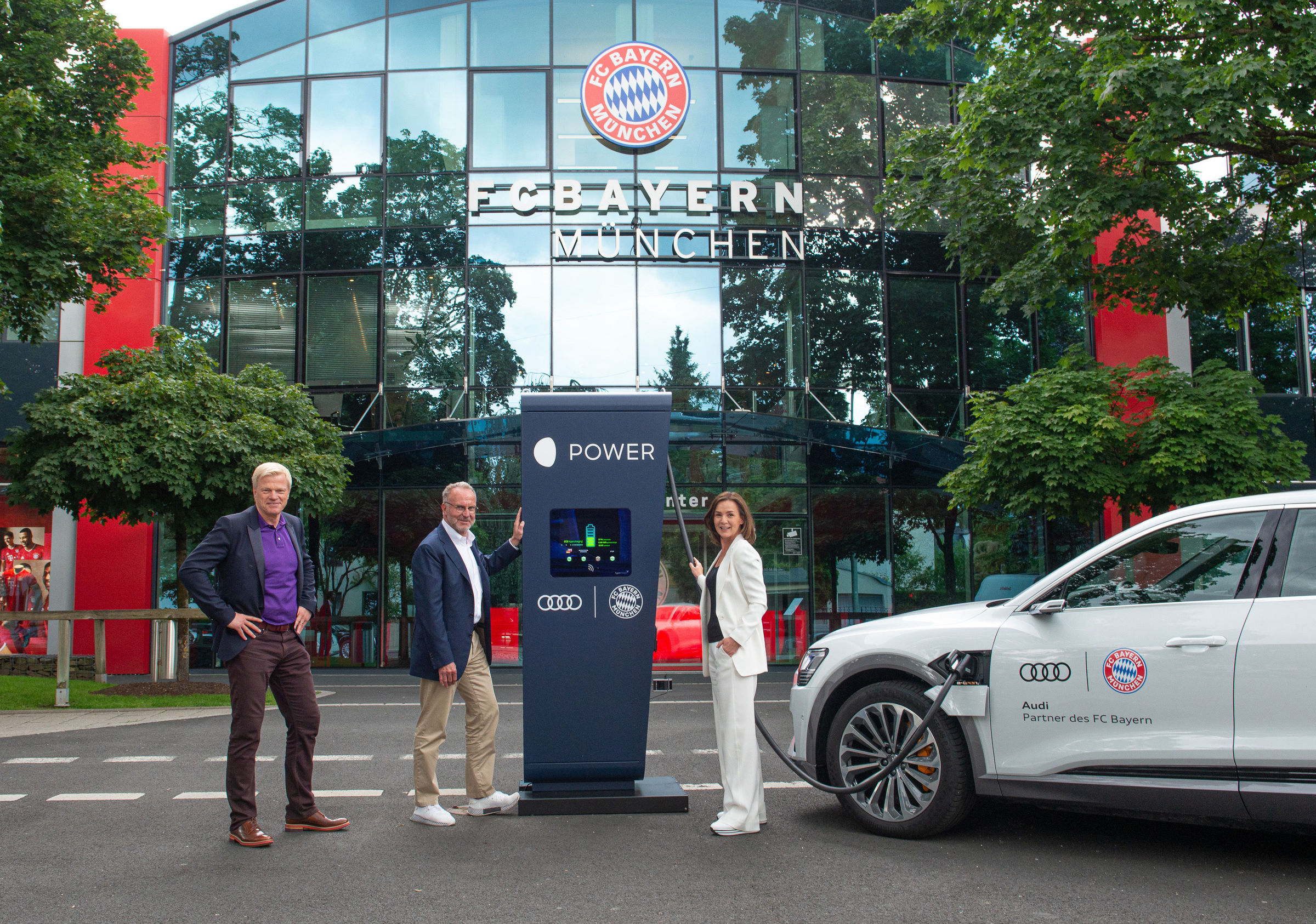 Audi equips FC Bayern training grounds with charging points
