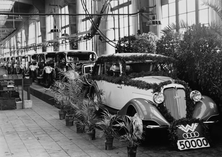Celebration at the Wanderer car plant in Chemnitz-Siegmar to mark the 50.000th Wanderer, 1936; Wanderer W50, convertible, six-cylinder inline engine, 2.3 litres, 50 hp.