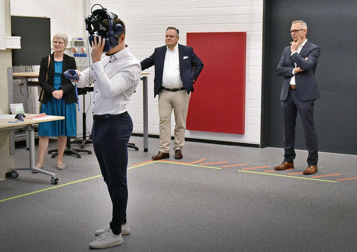 Ingolstädter Stadtspitze zu Gast bei Audi:  Dr. Christian Scharpf und Dr. Dorothea Deneke-Stoll erleben virtuelle Produktentwicklung
