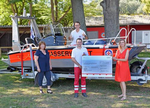 Spende von 25.000 Euro an die Wasserwacht Ingolstadt.