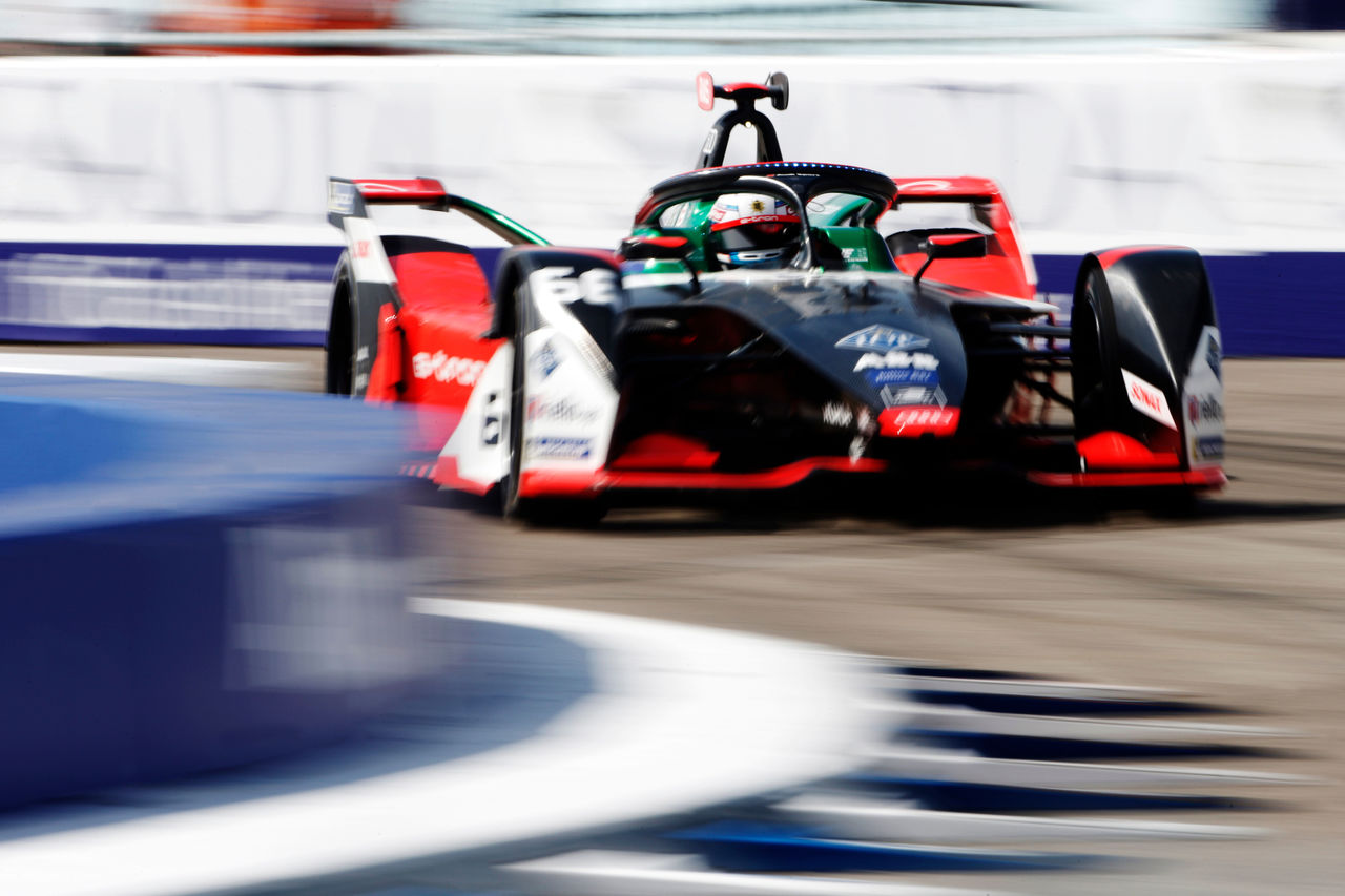 René Rast scores straight away in Formula E