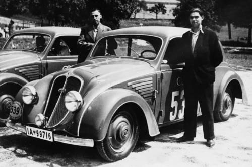 "DKW ""Schwebeklasse"" saloon, 1000 cc, four-cylinder, two-stroke V-engine with two charge pumps, rear-wheel drive, 30 hp."
