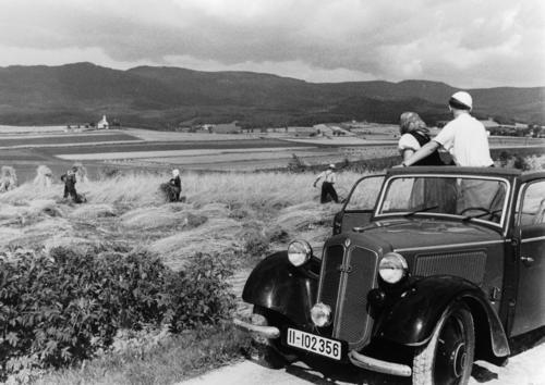 DKW F7 Reichsklasse Spezial Cabrio-Limousine viersitzig, 600 ccm Zweizylinder-Zweitaktmotor quer eingebaut, Frontantrieb, 18 PS.