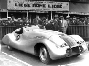 """Futuristisch mutete der """"Wanderer Stromlinie Spezial"""" der Auto Union beim Start zur Fernfahrt Lüttich-Rom-Lüttich 1939 an."""
