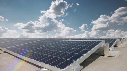 Audi Hungaria: Photovoltaik-Anlage auf den Dächern der beiden Logistik-Hallen