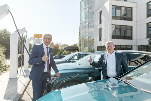 Audi nimmt neue Ladepunkte für Mitarbeiter und Besucher am Standort Neckarsulm in Betrieb