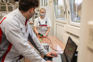 Smart idea in times of the coronavirus:  Audi apprentices develop digital guidance system
