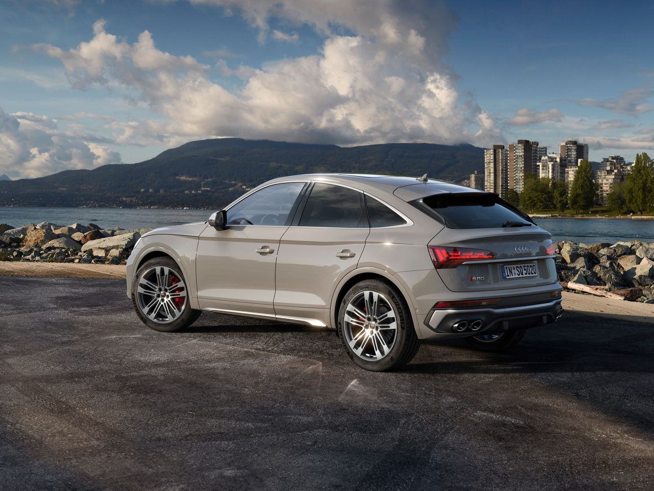 Sporty, practical and elegant:   The Q5 Sportback and the SQ5 Sportback TDI