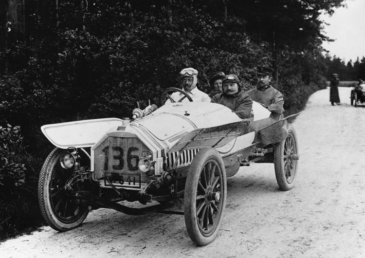 """Horch 11/22 hp, """"Torpedo"""", 2.7 l, 4 cylinder (inline), 22 hp, August Horch behind the wheel for the Prince Heinrich Run"""