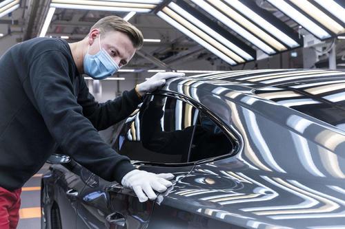 Audi e-tron GT geht in Serie: CO2-neutrale Produktion in den Böllinger Höfen startet