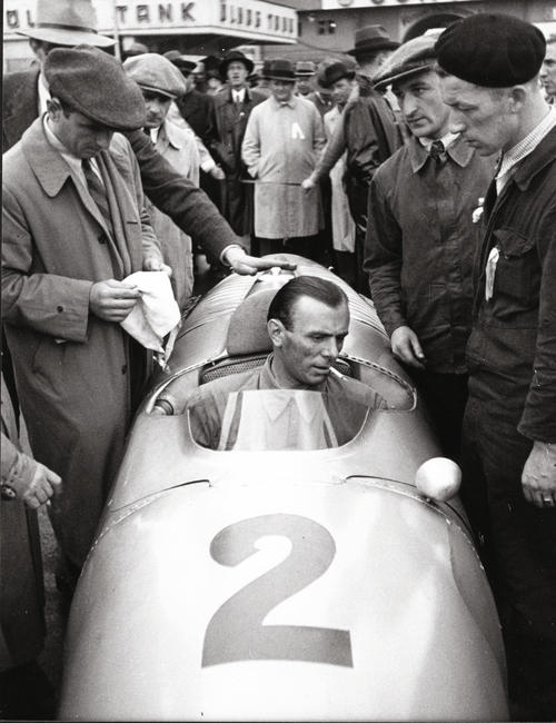 Achille Varzi and his Auto Union official cars: The silverarrow Typ C for the circuit and chic Horch 853 for outside